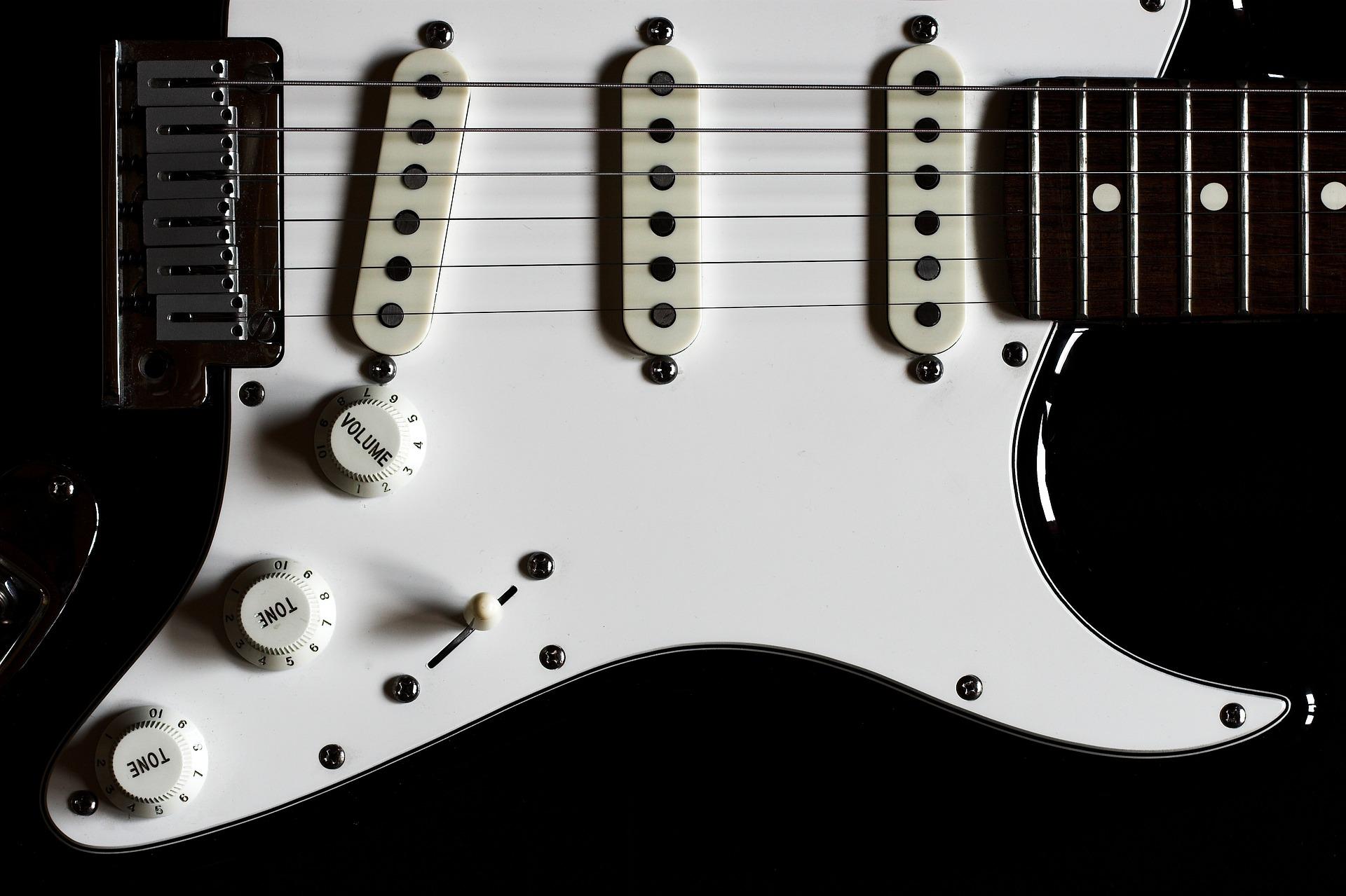 Fender Mexico(フェンダーメキシコ)はマジでおすすめ。中古でも良いから買っとけ。