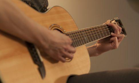 ギターやベースを音楽教室で教えてもらうメリットとは?