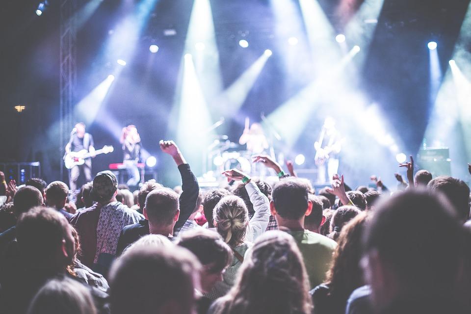 【動画あり】文化祭や学園祭で絶対に盛り上がる!バンド演奏におすすめの曲まとめ