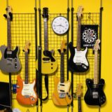 【賃貸でもOK】ギターを壁にかける一番簡単な方法はこれ!【ギターハンガー】