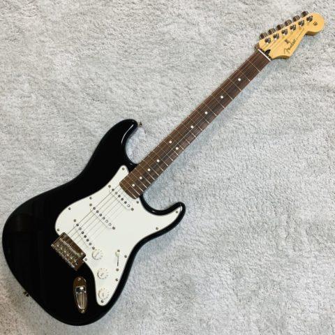 【レビュー】Fender Player Stratocasterって安いけど使えるの?評判は?JAPANと何が違うの?